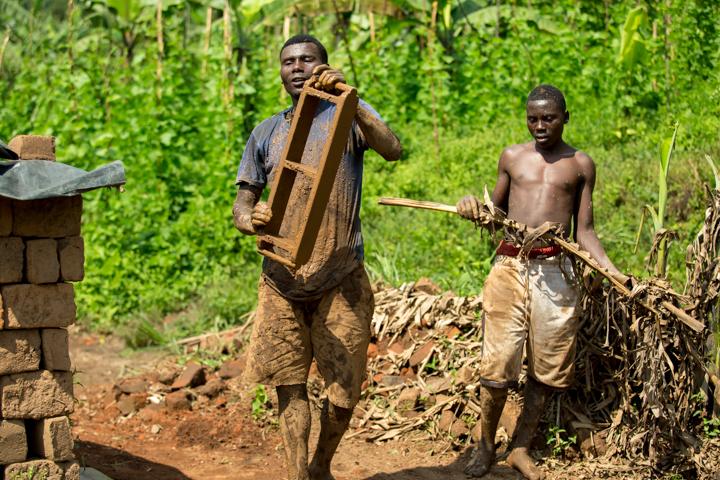 professional-photography, orlando-travel-photographer, uganda, the-people-of-uganda, pygmies, medicine-man, bwindi-national-park, www.dynamitestudioinc.com-9.jpg