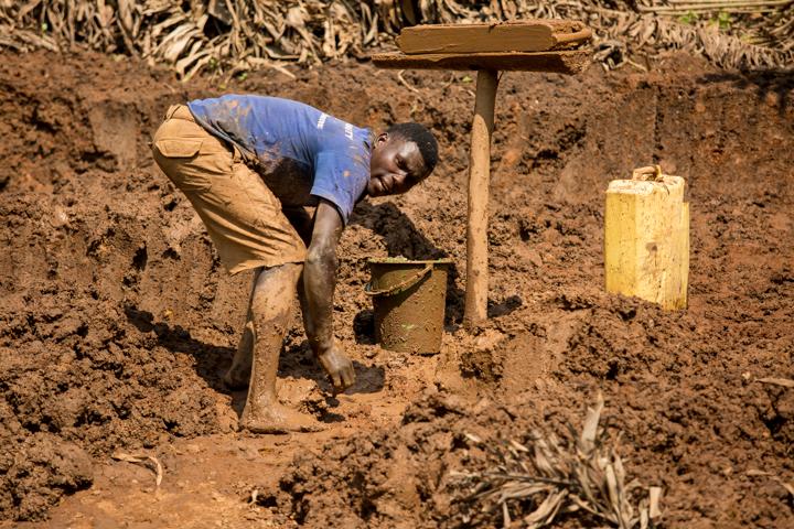 professional-photography, orlando-travel-photographer, uganda, the-people-of-uganda, pygmies, medicine-man, bwindi-national-park, www.dynamitestudioinc.com-11.jpg