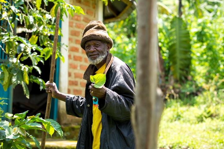 professional-photography, orlando-travel-photographer, uganda, the-people-of-uganda, pygmies, medicine-man, bwindi-national-park, www.dynamitestudioinc.com-20.jpg