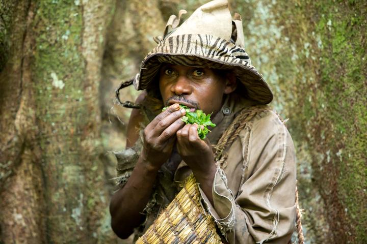 professional-photography, orlando-travel-photographer, uganda, the-people-of-uganda, pygmies, medicine-man, bwindi-national-park, www.dynamitestudioinc.com-26.jpg