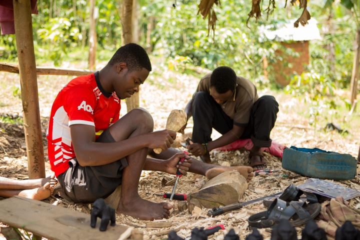 professional-photography, orlando-travel-photographer, uganda, the-people-of-uganda, pygmies, medicine-man, bwindi-national-park, www.dynamitestudioinc.com-36.jpg