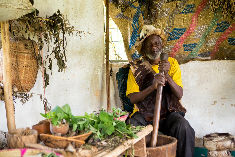 professional-travel-photographer-worldwide-international-orlando-medicine-man-africa-uganda-34.jpg