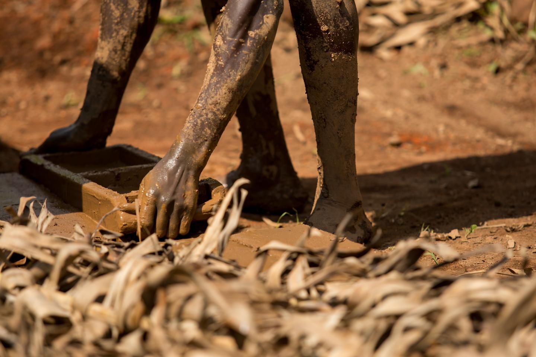professional-travel-photographer-worldwide-international-orlando-uganda-workmen-jobs-32.jpg