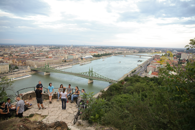 professional-travel-photographer-worldwide-international-orlando-budapest-bridge-17.jpg