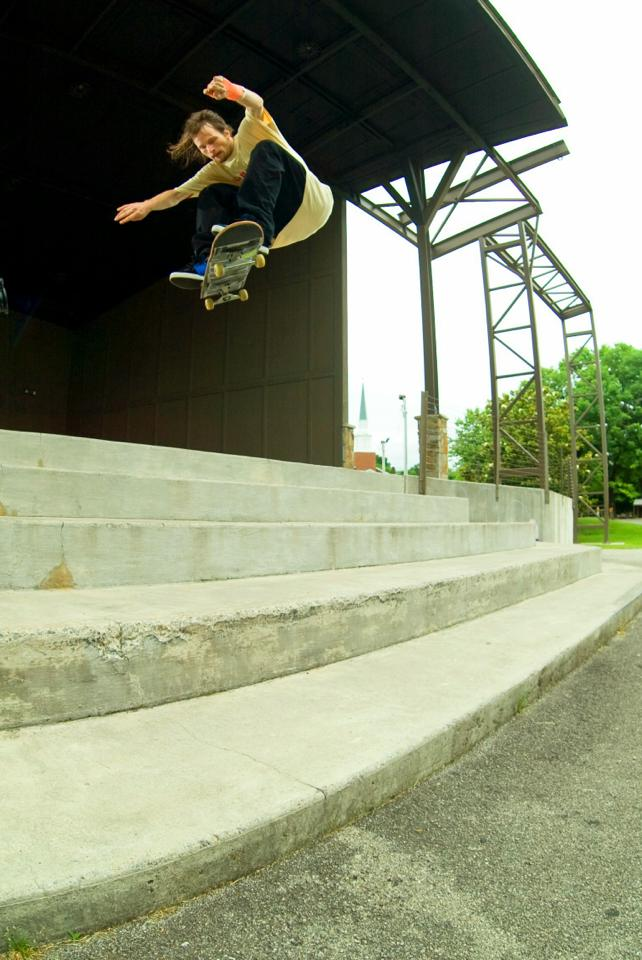 James Coleman: Frontside Shove-it  Maryville, Tennessee  Photography: Chris Mcdonald
