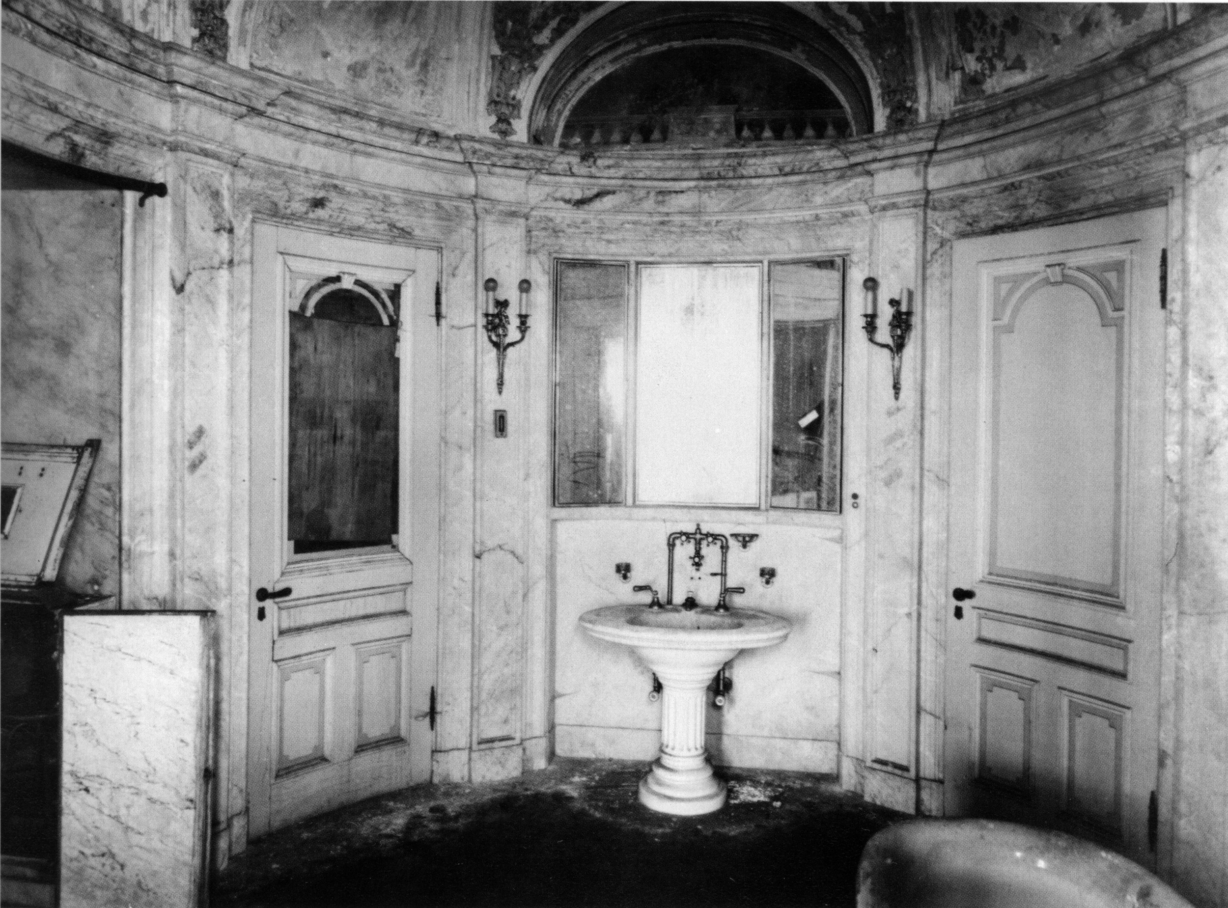 Master Bathroom schwab nyc.jpg
