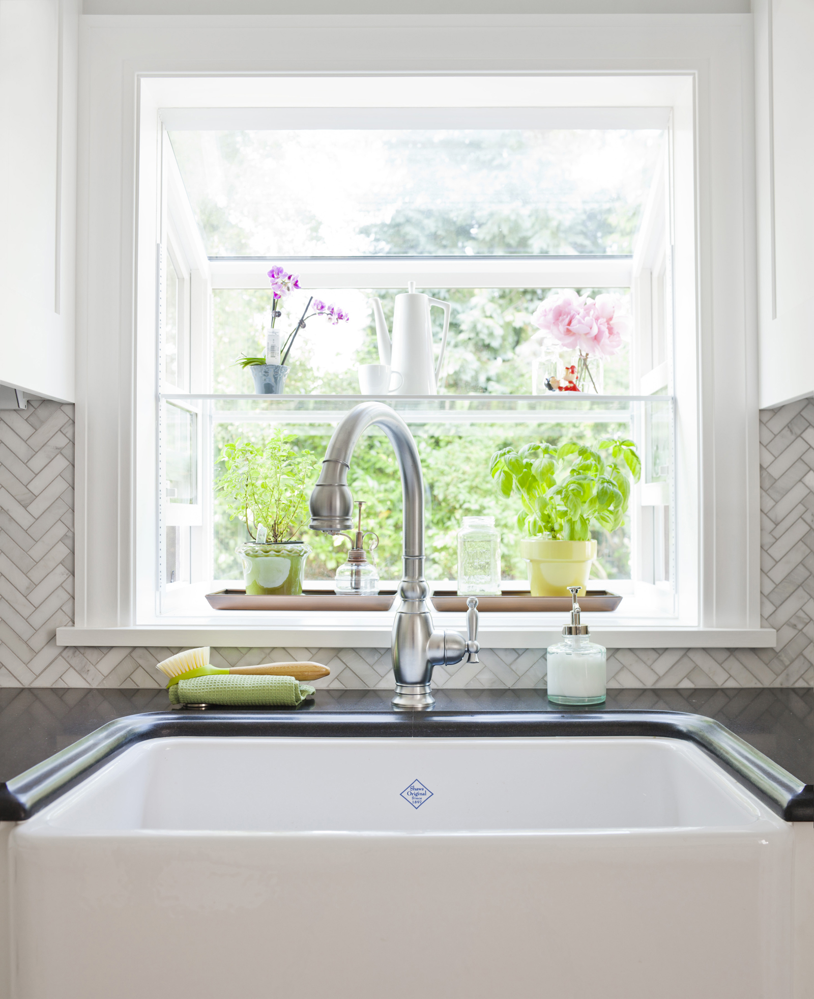 Shaws Original Lancaster Single Bowl Apron Front Fireclay Kitchen Sink - photo ©Cindy Apple