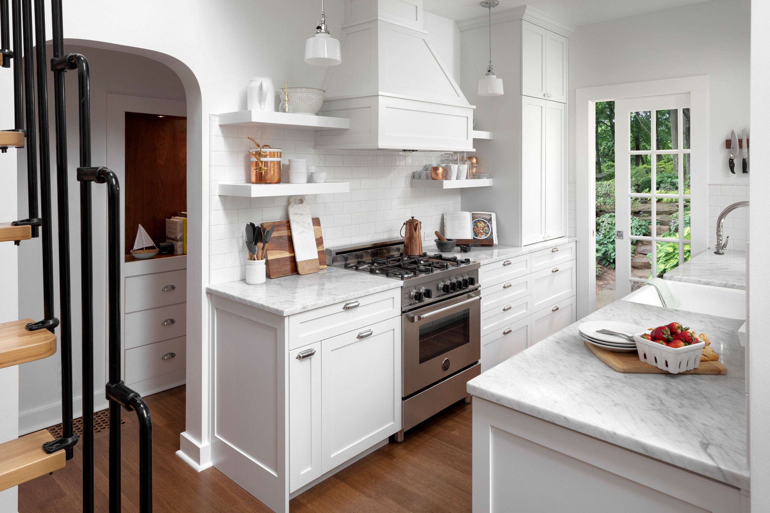 Haller-Lake-traditional-cottage-kitchen-2.jpg