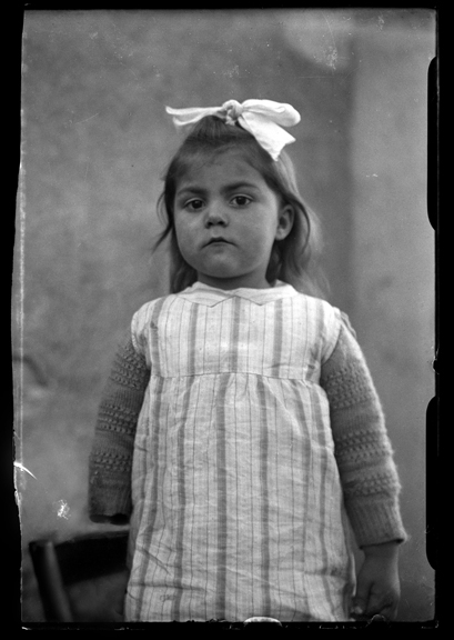 Hélène at two or three years of age.