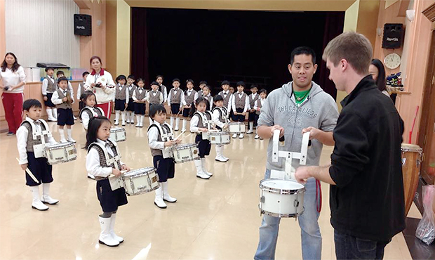 Eric Smith works with an elementary school percussion ensemble in Taipei. ( dci.org )
