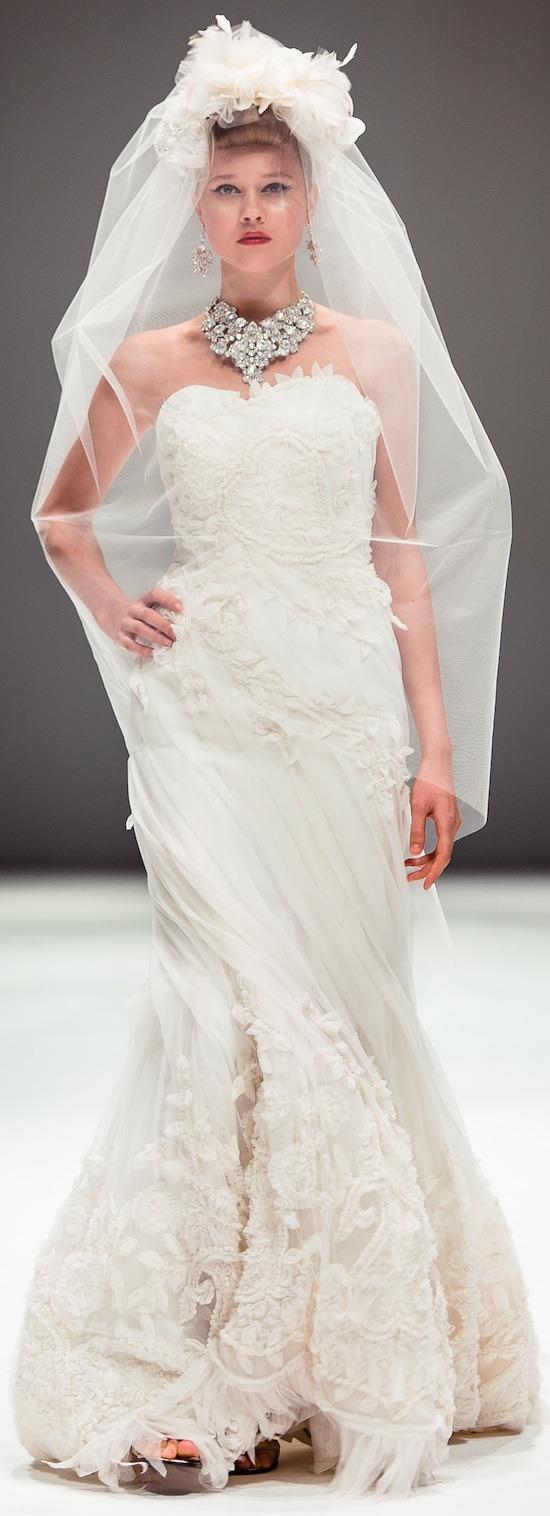 yumi-katsura-white-gown-2.jpg