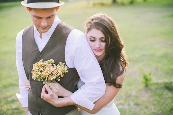 110512-rustic-wedding-4-hug.jpg
