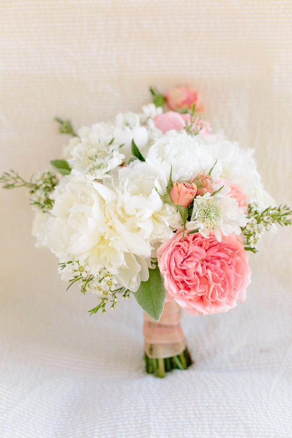 bride's bouquet from a #Southern #wedding | photo by  www.annabellacharles.com