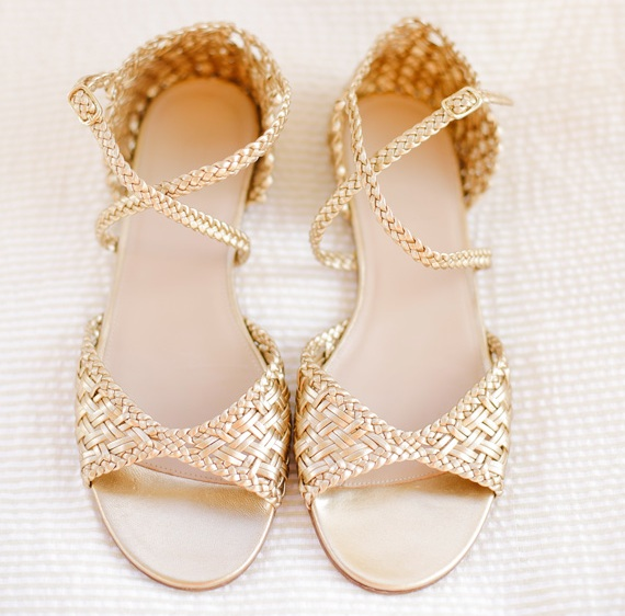 pretty #gold #wedding #shoes | photo by  www.annabellacharles.com