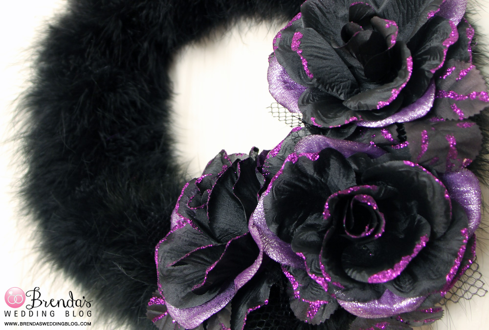 Elegant #DIY #Halloween #Wreath with feather boas and glittered hair clips