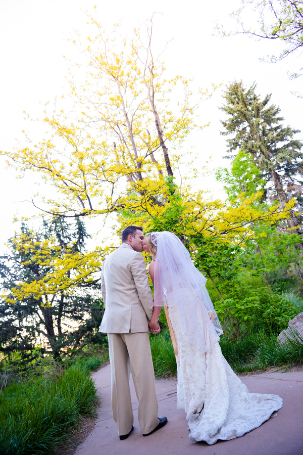 colorado-zoo-wedding-102813-mini-bride-groom-kiss.jpg