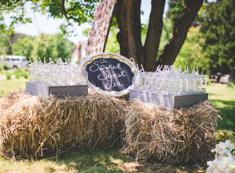 Un-spiked Sweet Tea display on haybales | photo by Jessica Oh Photography #rusticweddings