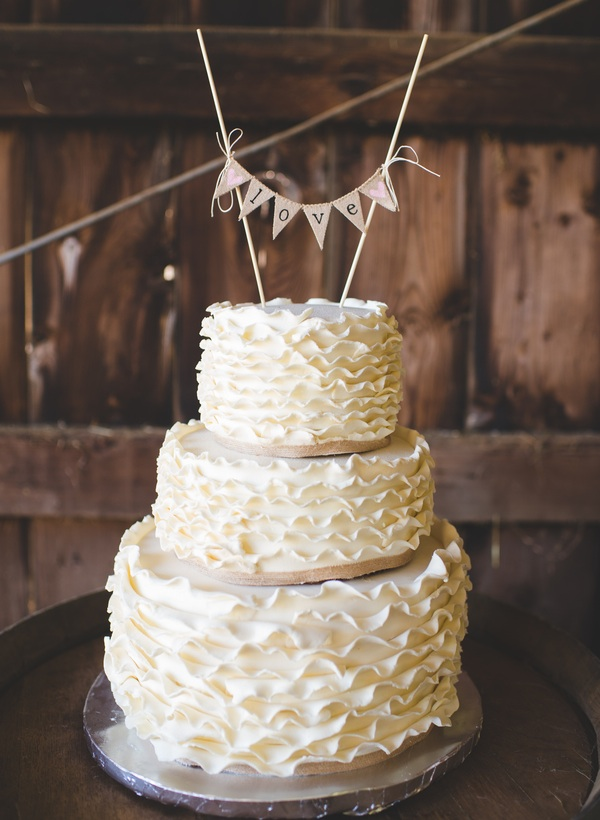 Ruffled Wedding Cake for a #rusticwedding | photo by Jessica Oh Photography