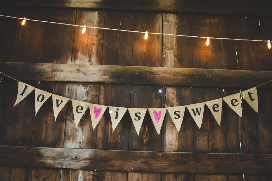Handmade Love is Sweet burlap banner | photo by Jessica Oh Photography