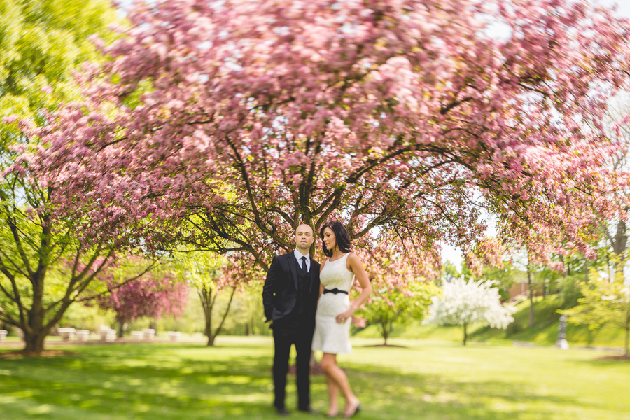 Spring Engagement Session | photo by Style and Story Creative #coupleinlove #engagementphotos