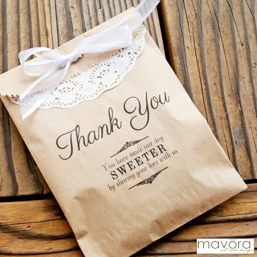 kraft paper favor bags perfect for sending guests home with sweet treats #favorbags #cookiebags #cookiefavors