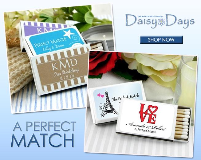 A Perfect Match with Personalized Wedding Matches | on www.brendasweddingblog.com #weddingfavors #personalizedweddingfavors #weddingsparklers