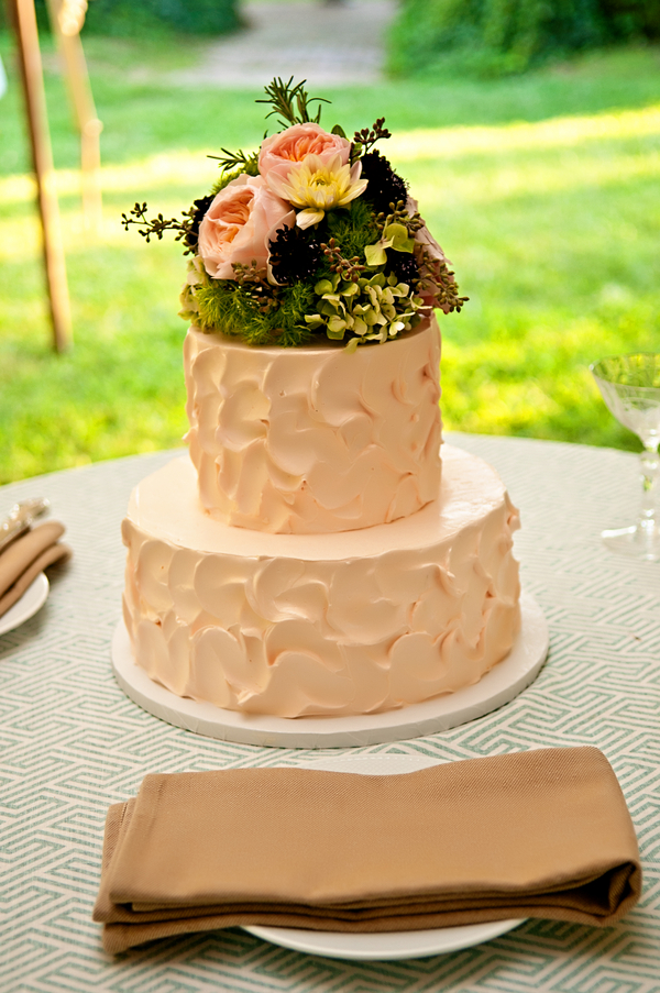 Pretty and Simple two tiered wedding cake | photo by wwww.EverAfterVisuals.com as seen on www.brendasweddingblog.com