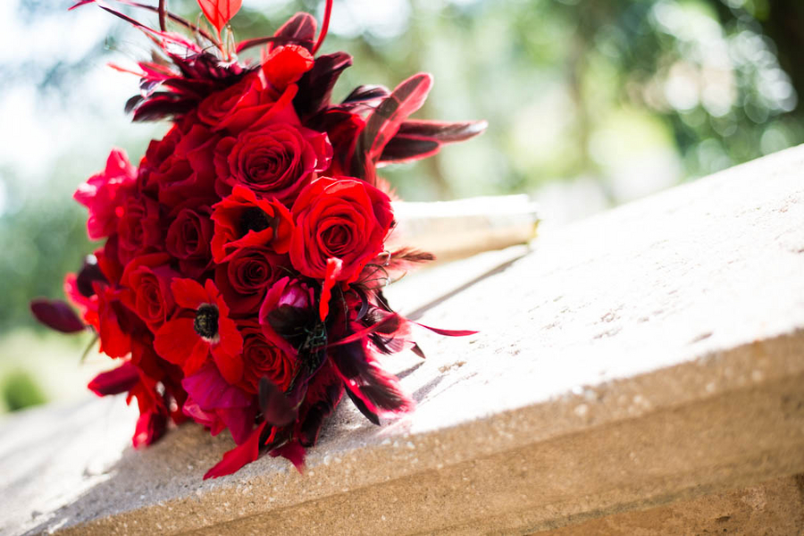 Hollywood Glam Styled Bridal Shoot red bouquet by Bluegrass Chic | photo by The Story Telling Experience