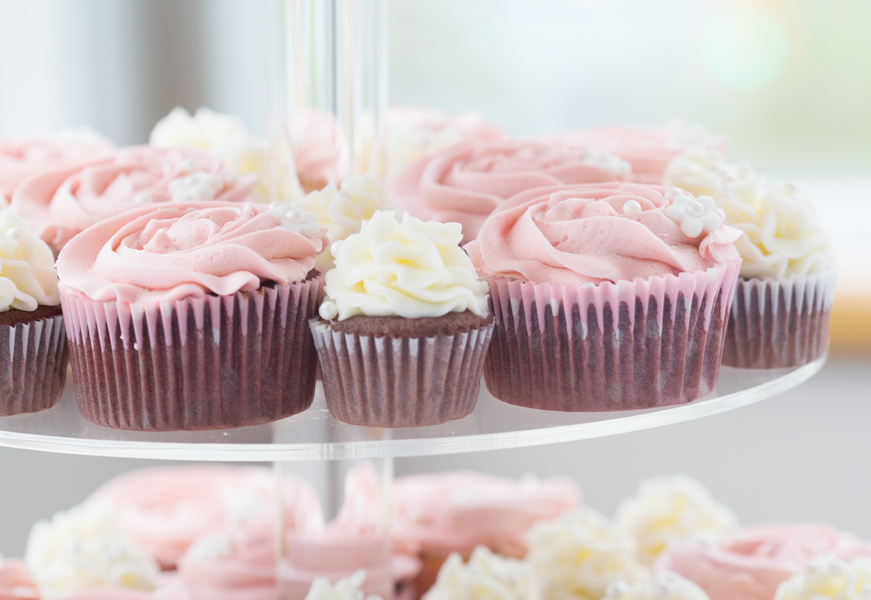 Pretty Pink Cupcakes and White Minis | photo by Real Image Photography | as seen on www.brendasweddingblog.com
