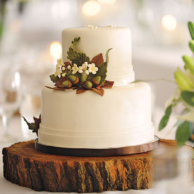 Rustic Wedding Themed Wedding Cake with Acorns | by Bella e Duce
