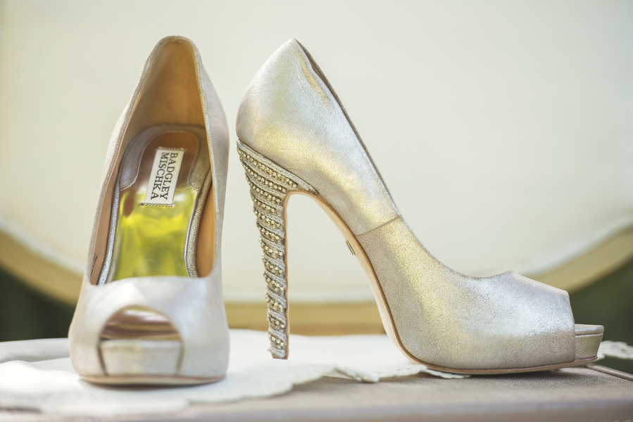 Stunning Gold Badgley Mischka Wedding Shoes / photo by L'Estelle Photography / as seen on www.BrendasWeddingBlog.com