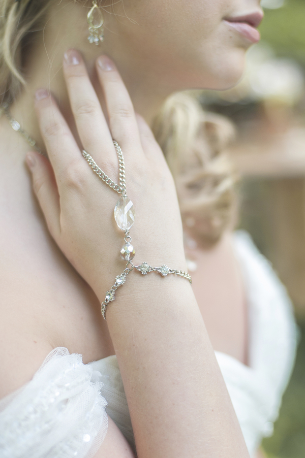 Pretty Bridal Jewelry by Mirror Mirror Bijoux / photo by L'Estelle Photography / as seen on www.BrendasWeddingBlog.com