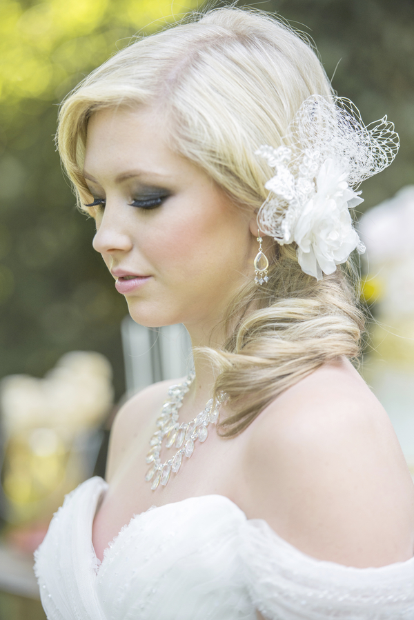 Love the Side Swept Ponytail with the Bridal Fascinator / photo by L'Estelle Photography / as seen on www.BrendasWeddingBlog.com