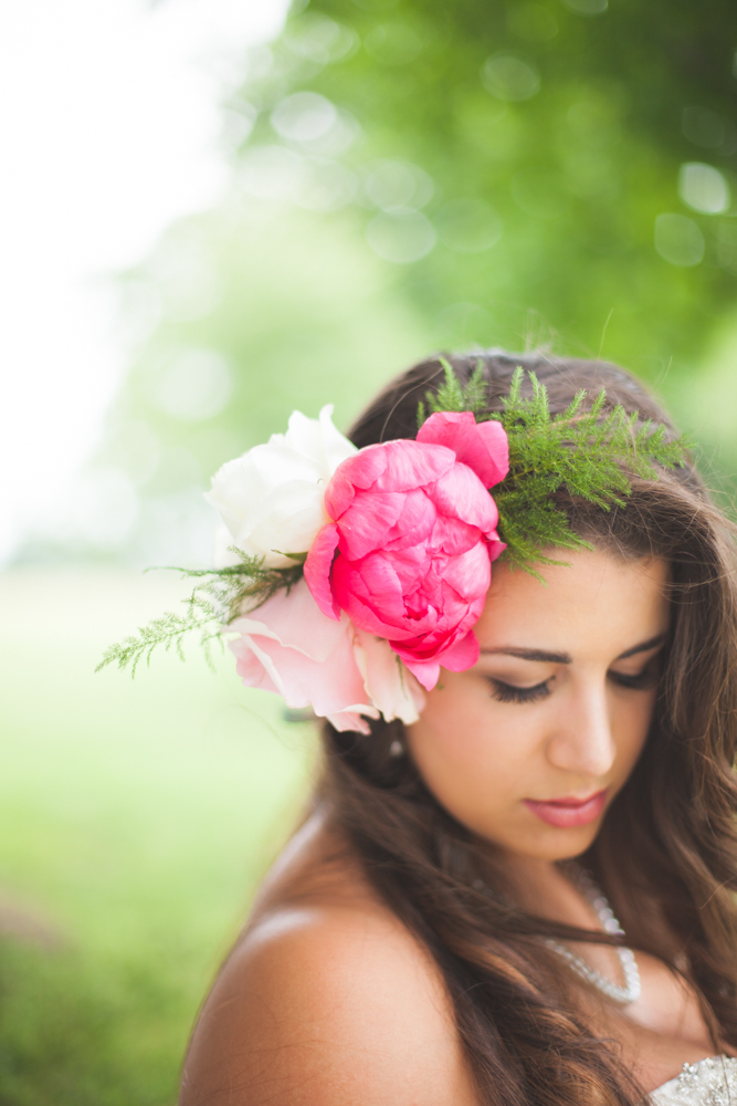 Beautiful Fresh Peony Headpiece / florals by Eight Tree Street / photo by Allison Hopperstad Photography / as seen on www.BrendasWeddingBlog.com