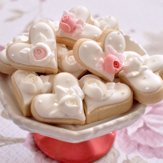 Mini Heart Cookie Wedding Favors from Marinold Cakes / as seen on www.BrendasWeddingBlog.com