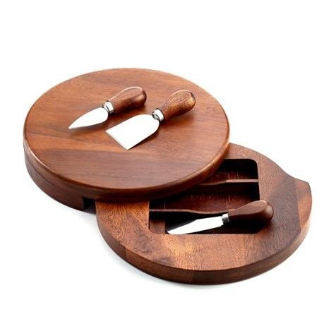 The Acacia Wood Cheese Board : a lovely #weddinggift choice for a casual evening with friends