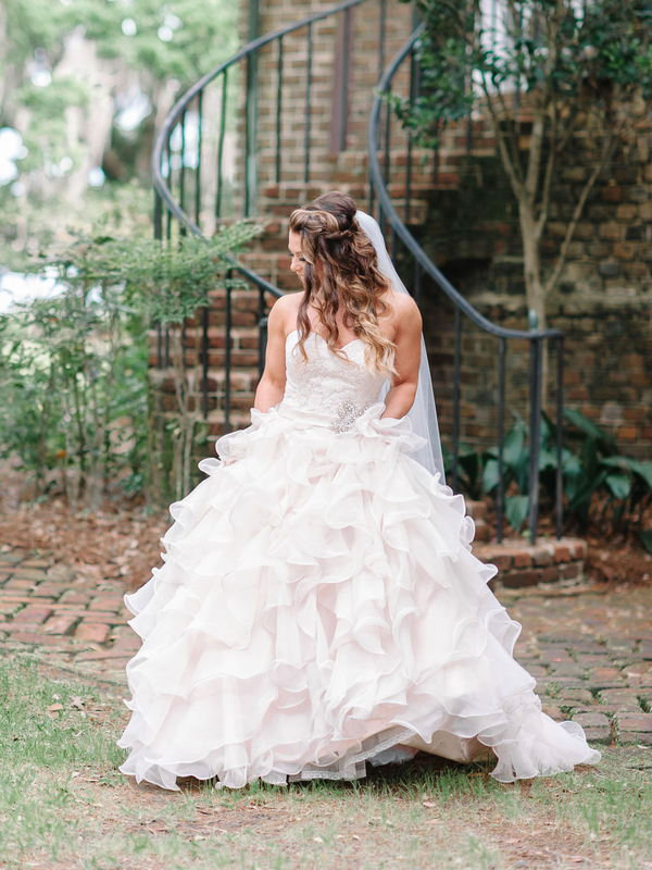 Bride in Ruffled Vera Wang Wedding Gown : photo by Pasha Belman Photography