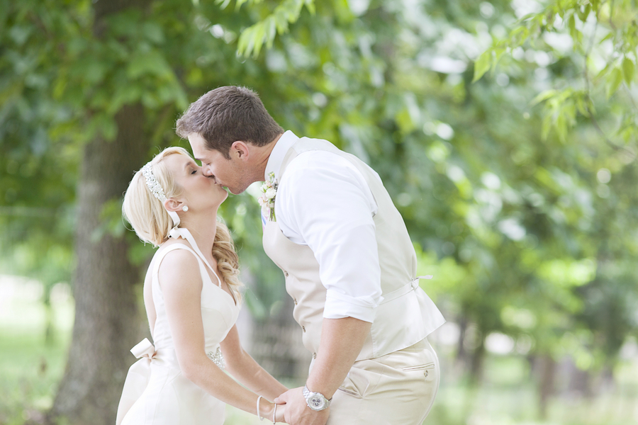 Mandy_Owens_Photography-061815-couple-kiss.jpg