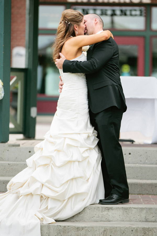 Loree-Photography-081415-bride-groom-kiss-2.jpg