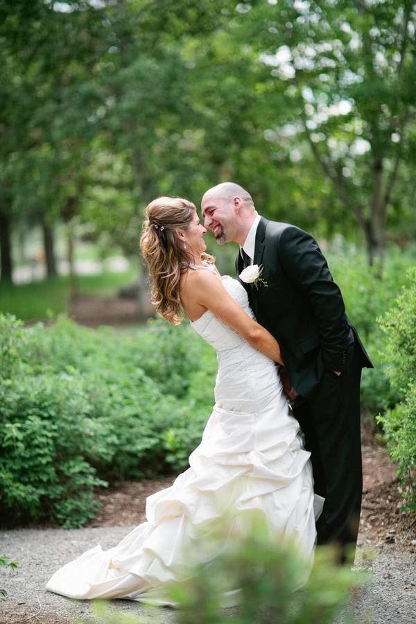 Loree-Photography-081415-couple-kiss.jpg