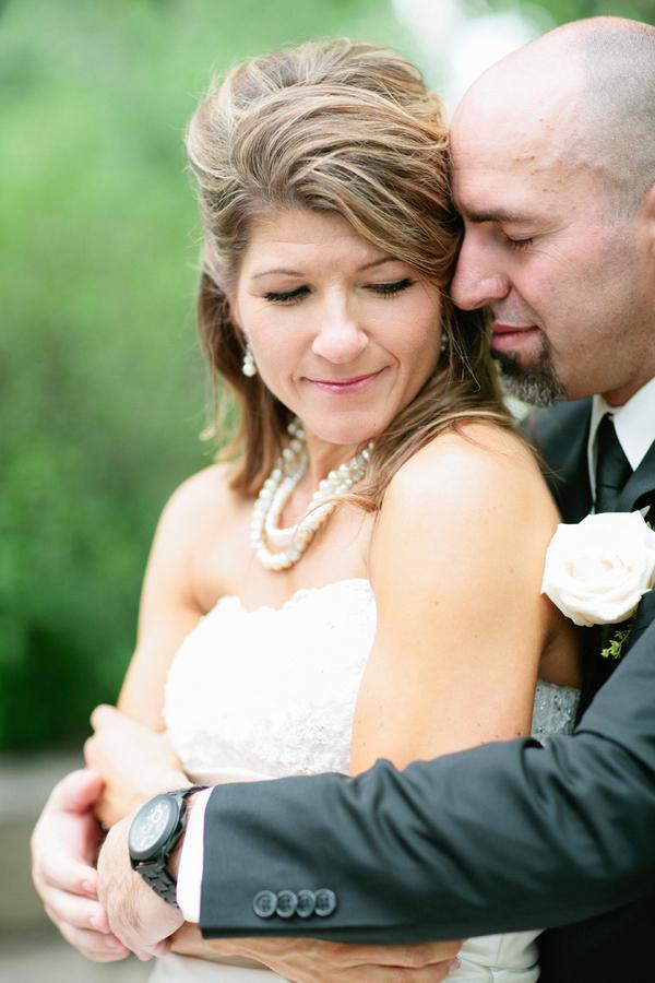 Loree-Photography-081415-intimate-couple.jpg