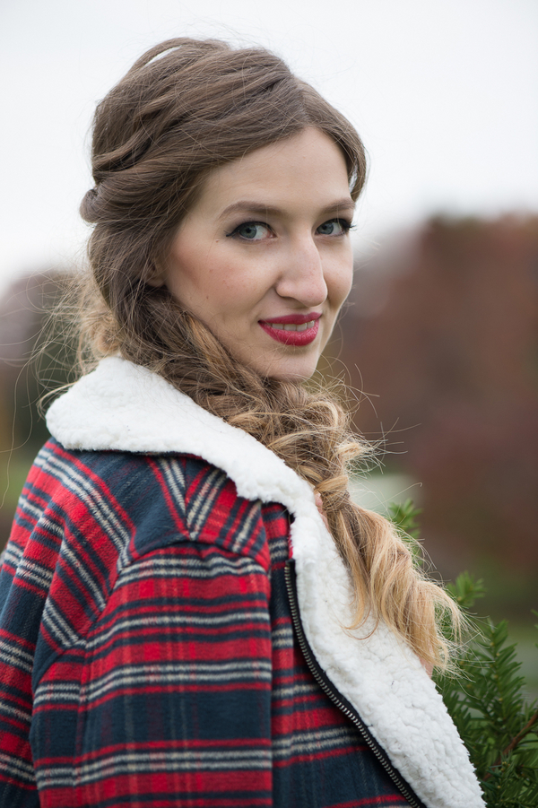 Pretty Winter Wedding Hairstyle - Side Braid / photo by Evelyn Alas Photography