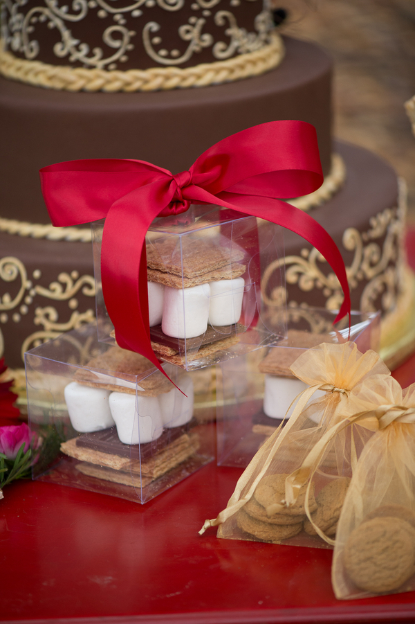 Outdoor Wedding Favors : S'mores in a Box / photo by Evelyn Alas Photography