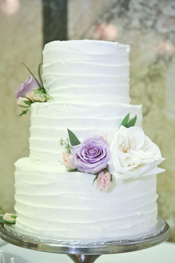 Classically Elegant Canadian Wedding / Madeline's Weddings & Events / Carrie Ekosky Photography / Cake-ology