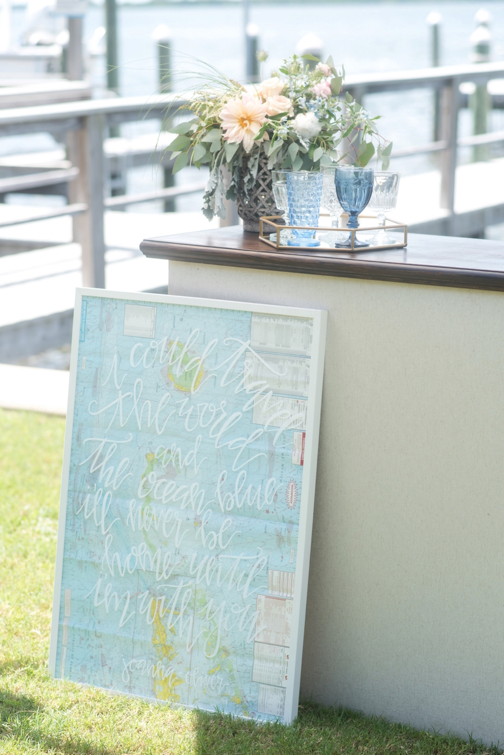 Coastal Chic Wedding Inspiration / photo by Caroline & Evan Photography / hand lettered sign by Oh Deer Creative