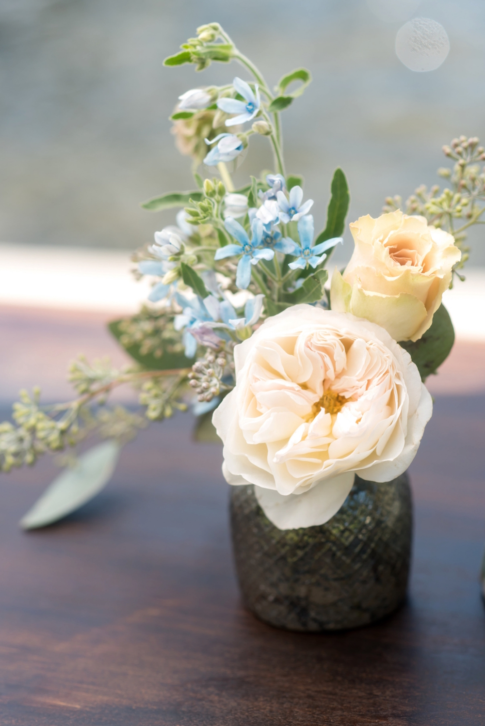 Coastal Chic Wedding Inspiration / photo by Caroline & Evan Photography / flowers by FH Weddings & Events