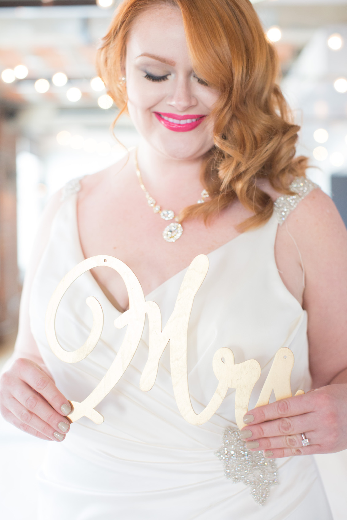 Pretty Bride with a Mrs Sign / Photography by Amy Nicole