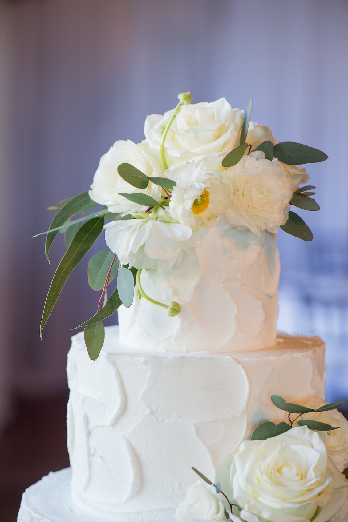 Buttercream Wedding Cake with Fresh White Flowers in Florida / Séverine Photography