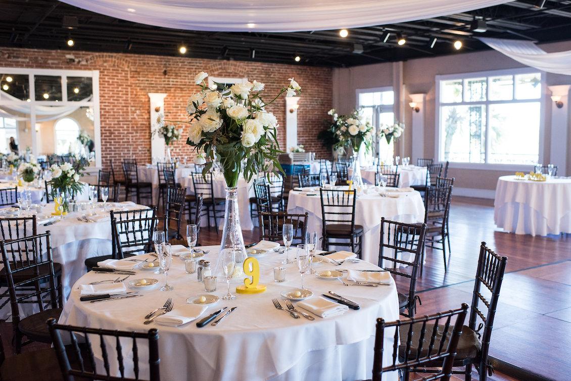 An Elegant Summer Wedding Reception Room in Florida / Séverine Photography