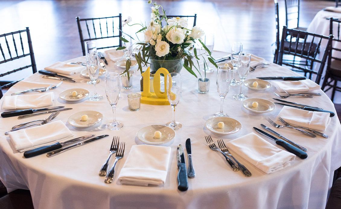 An Elegant Summer Wedding Tablescape in Florida / Séverine Photography